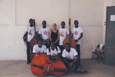 Laura Asensio comparte mucho más que acordes con los alumnos participantes en el proyecto de Música Anpil.