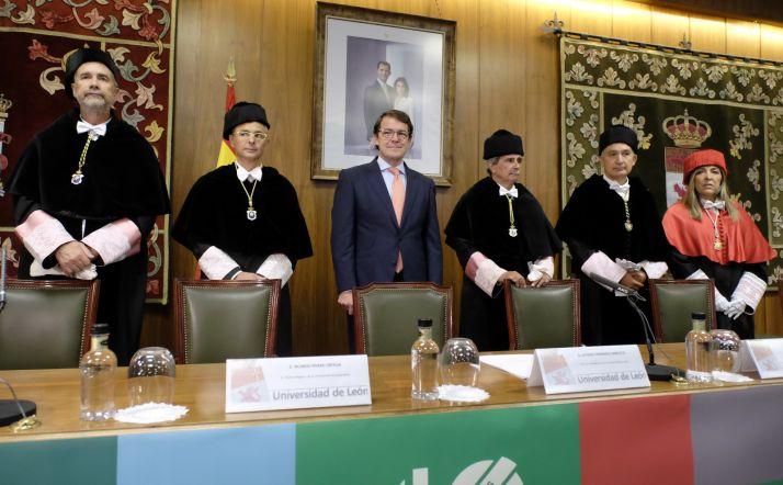 Foto 1 - Mañueco inaugura el curso universitario prometiendo más inversión y rebaja de tasas