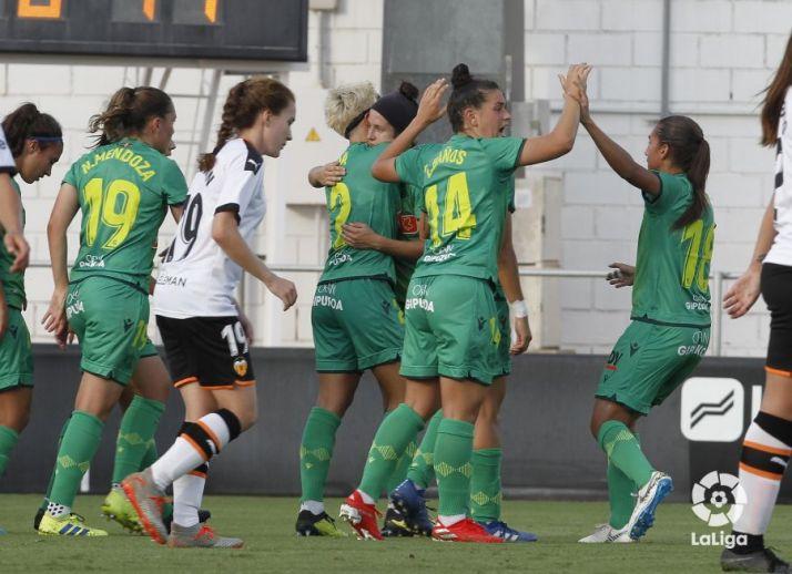 La Real Sociedad, con Lucía, es remontada por el Valencia y el Parquesol, sin Charle, se estrena a lo grande en Mareo