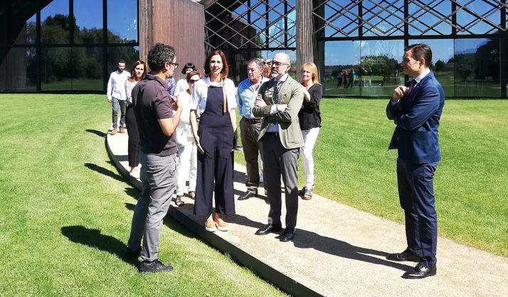 El matrimonio británico, en el centro, en la recepción oficial. /Jta.