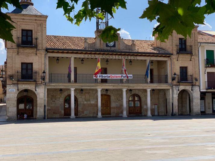 Foto 1 - El Ayuntamiento de El Burgo convoca seis becas de 750 € de ayuda al estudio
