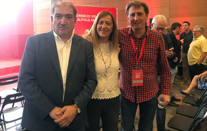 Virgina Barcones, con Carlos Martínez Mínguez (dcha.) y un compañero de partido este sábado en Toledo.
