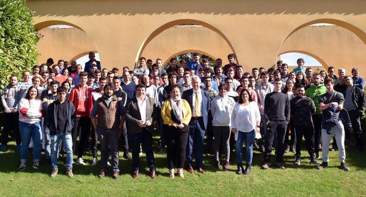Alumnos, profesores del centro y autoridades este miércoles en el CIFP. /Jta.