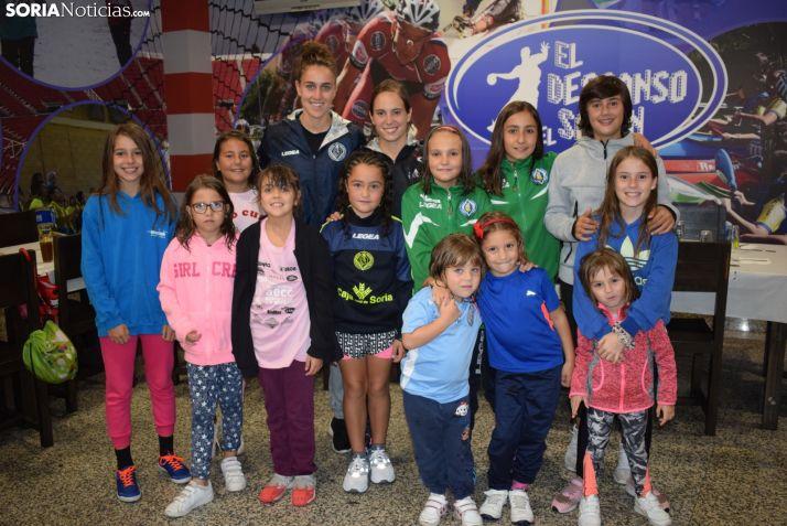 Participantes en el Mini Campus de Fútbol Femenino del San José. /S.N.