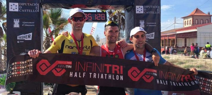 Rubén Andrés gana El Infinitri Triathlon de Almassora.