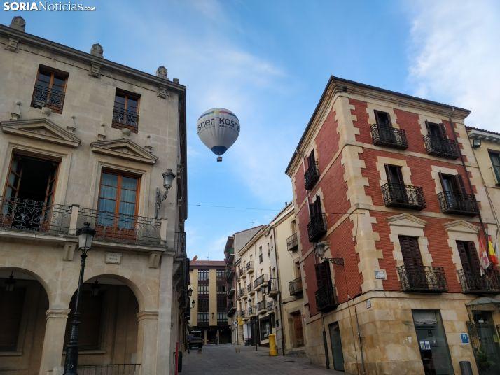 El globo misterioso sobrevolando el centro de la capital.