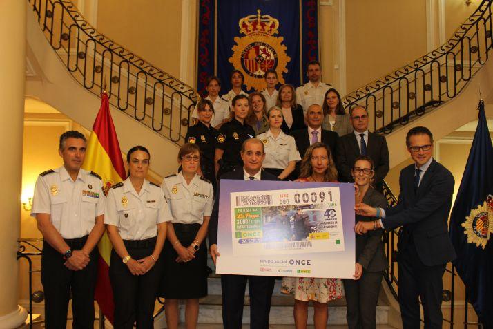 Foto 2 - El cupón de la ONCE celebra el 40 aniversario de la incorporación de la mujer a la Policía Nacional
