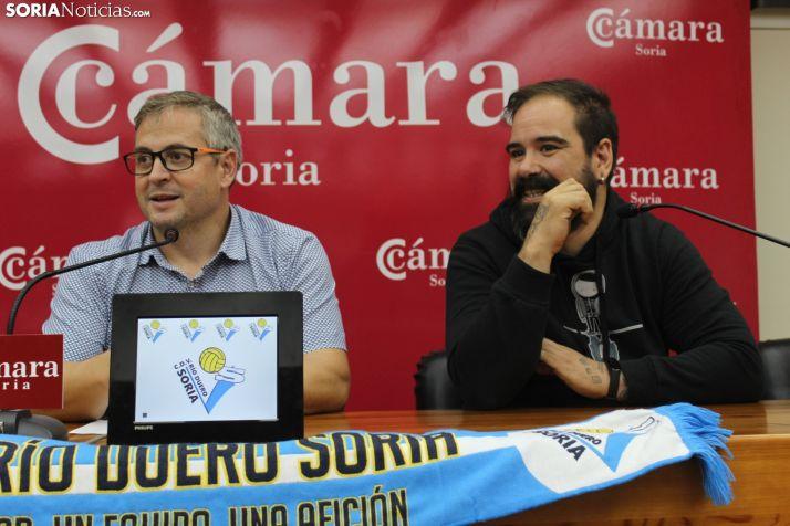 Alfredo Cabrerizo y Sergio de Miguel presentan la nueva campaña de abonados del Río Duero en la Cámara de Comercio. SN