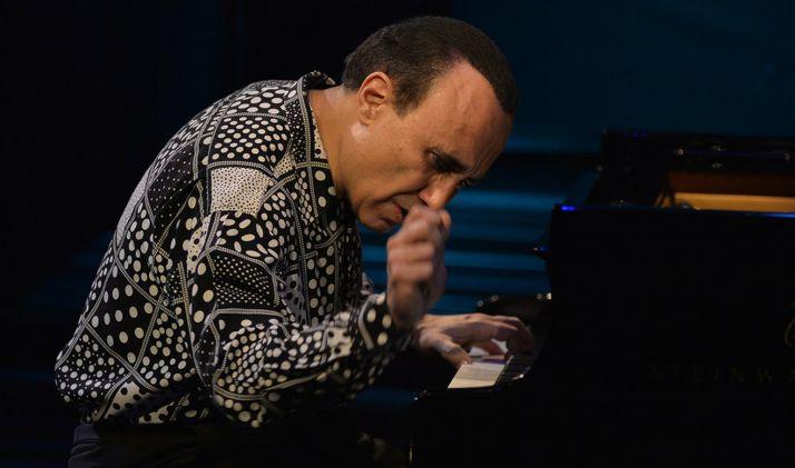 El intérprete y compositor en uno de sus conciertos.