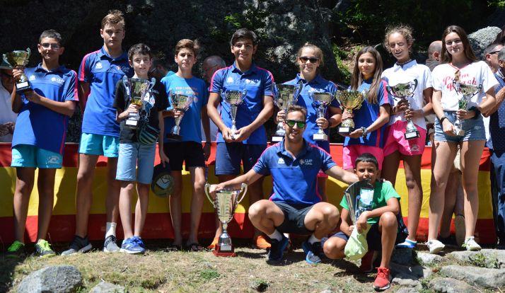 Nadadores del club tras la Travesía de la Laguna Negra.
