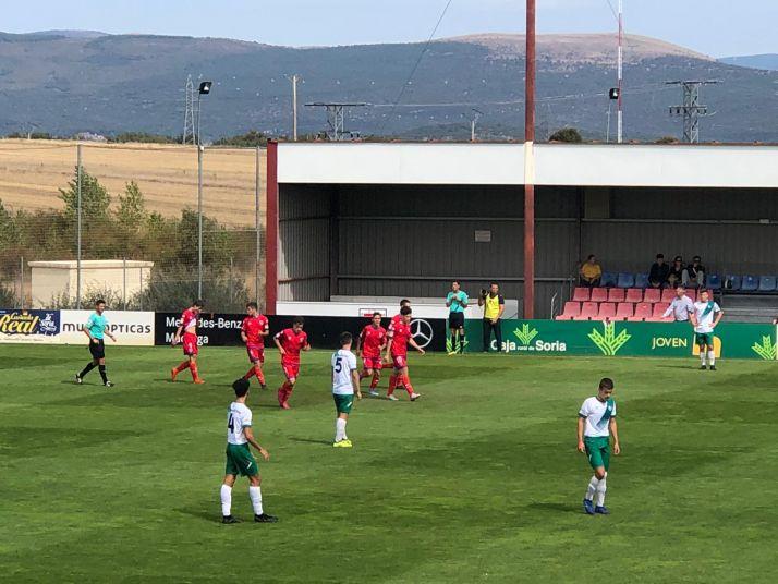 Foto 1 - Venciendo al CD Pamplona en la Ciudad del Fútbol (2-0), el Numancia DH demuestra que está de dulce