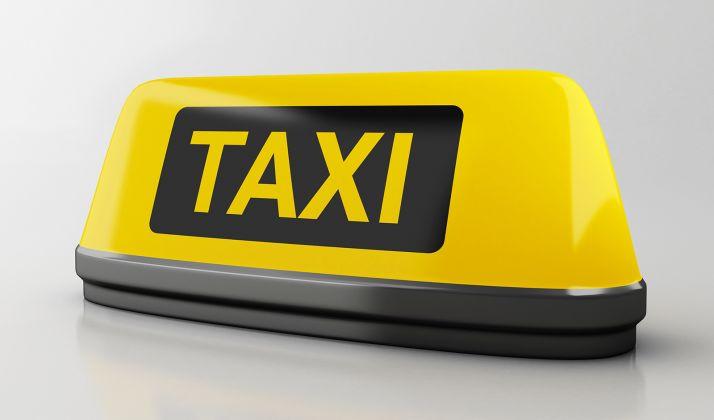 Foto 1 - El taxímetro homologado y el módulo luminoso exterior en los taxis interurbanos de CyL serán suprimidos