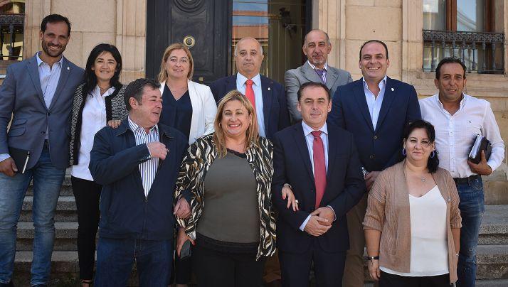 De Gregorio, abajo a la izquierda, tras el pleno de la Diputación. /Dip.