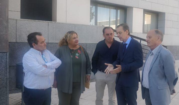 El consejero junto con los políticos sorianos de PP y Ciudadanos y el líder de UGT en Soria.
