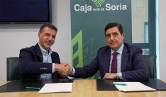 Gómez (izda.) y Martínez, tras la rúbrica del convenio.