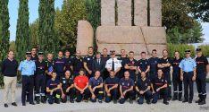 Foto de familia con los bomberos sorianos y los galos. /Ayto.