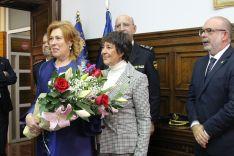 La delegada del Gobierno junto a la esposa del nuevo comisario. /SdG