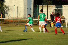Milena Cruz, con el brazalete, es la nueva capitana del CD San José femenino., Izana Silva