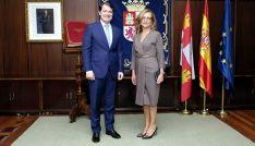 Alfonso Fernández Mañueco y Lourdes Rodríguez este lunes. /Jta.