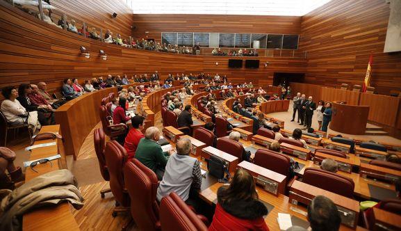 Imagen del parlamento regional en una jornada de puertas abiertas.