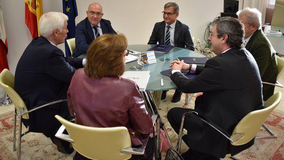 Reunión de responsables de la Consejería con Agroseguro. /Jta.
