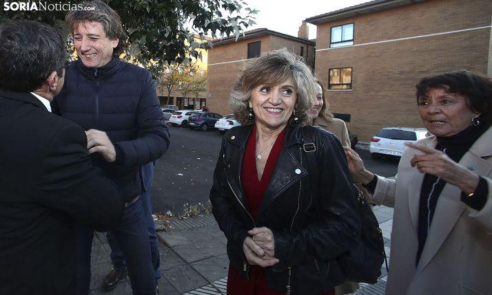 La ministra, con la delegada del Gobierno en CyL, Mercedes Martín, y el alcalde de Soria, Carlos Martínez Mínguez. /SN