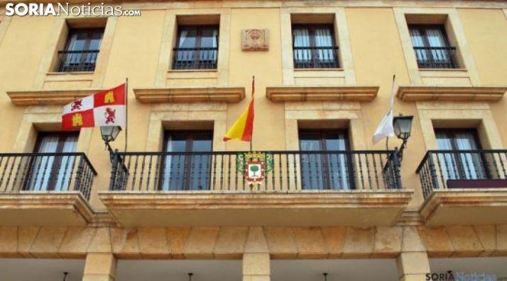 Imagen del balcón principal del ayuntamiento adnamantino. /SN