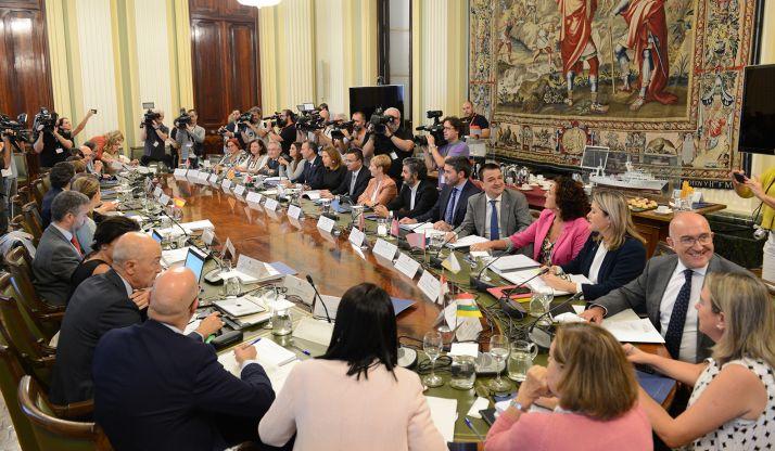 Jesús Julio Carnero, (primero dcha.), esta tarde en el Consejo Consultivo de Agricultura.