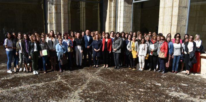 Imagen de los participantes en el foro.