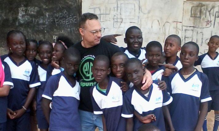 Jesús Antonio Fernández en una visita a África.