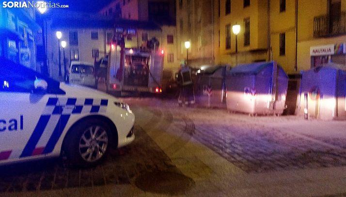 Bomberos y Policía Local en el lugar de los hechos. /SN