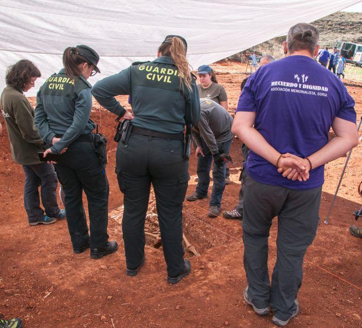 Tareas de la recuperarción de los restos en La Riba. /ASRD