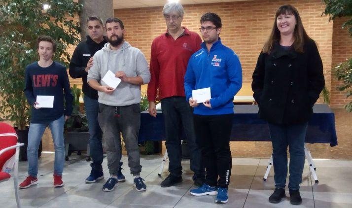El adnamantino, primero por la derecha, tras ganar el torneo.