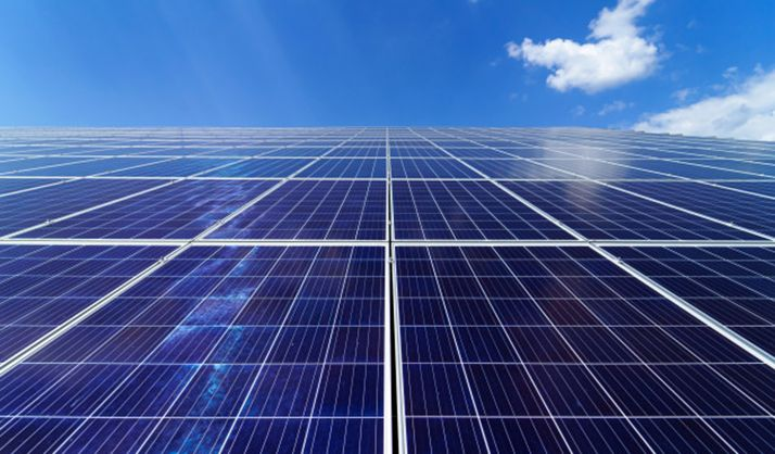 Una instalación solar con paneles policristalinos.