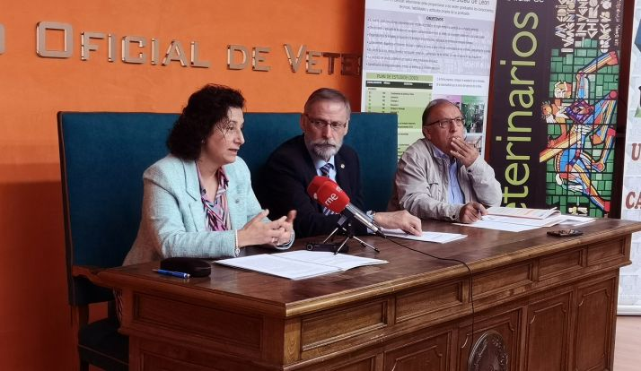María Teresa Carbajo, Luciano Díez, y Juan Carlos Alonso en la presentación del foro.