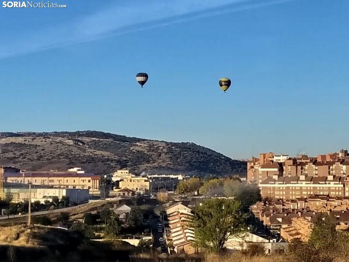 Dos globos sobrevuelan Soria. /David de Miguel