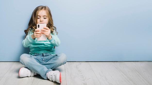Los niños castellanos y leoneses pasan 803 horas al año conectados a Internet
