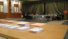 Colegio electoral de Covaleda, en el salón de actos municipal. /SN