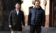 García (izda.) y Leal en su visita a Almazán este martes.
