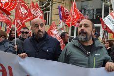 Óscar Lobo (izda.) y Javier Moreno, en la concentración de este miércoles. /SN