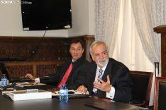Escobar, presidente ejecutivo de Layonair, y Díez, socio-director de una de las empresas que ejecuta el proyecto, exponen en la Diputación lo que sería el Aeroparque en Garray. SN