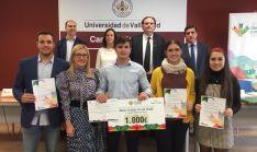 Imagen de familia de los Premios de la Cátedra de Conocimiento.