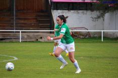 Sofía Revilla conduce el balón en San Juan de Garray. Izana Silva
