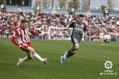 Foto 6 -  El Numancia termina su racha y pierde ante el Almería (2-0)