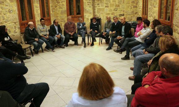 Morán, en el centro, durante el encuentro este jueves en Covaleda.