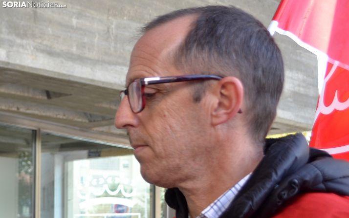 Lozano, este miércoles en la concentración de funcionarios autonómicos. /SN