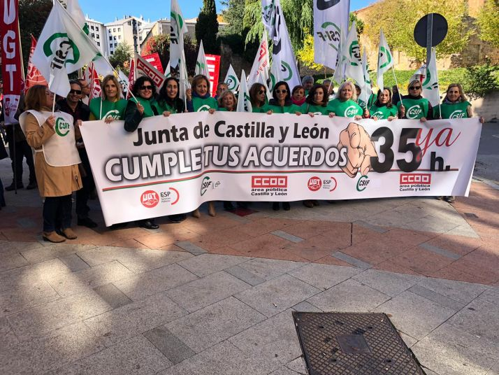Foto 1 - Los 2.700 funcionarios afectados urgen a la Junta la publicación del concurso a través de una campaña de CSIF