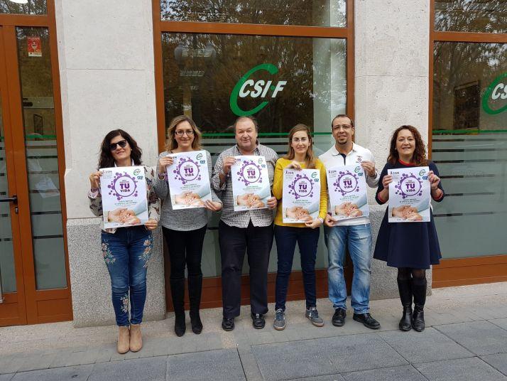Foto 1 - CSIF se concentra en sus sedes de la Comunidad para denunciar la violencia de género
