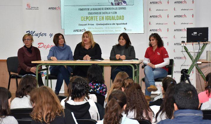 Foto 1 - La Junta celebra una Jornada de igualdad en el deporte para alumnos de Secundaria