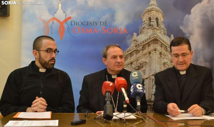 Martínez Varea (ctro.) flanqueado por Tejedor (izda.) y Rodríguez. /SN